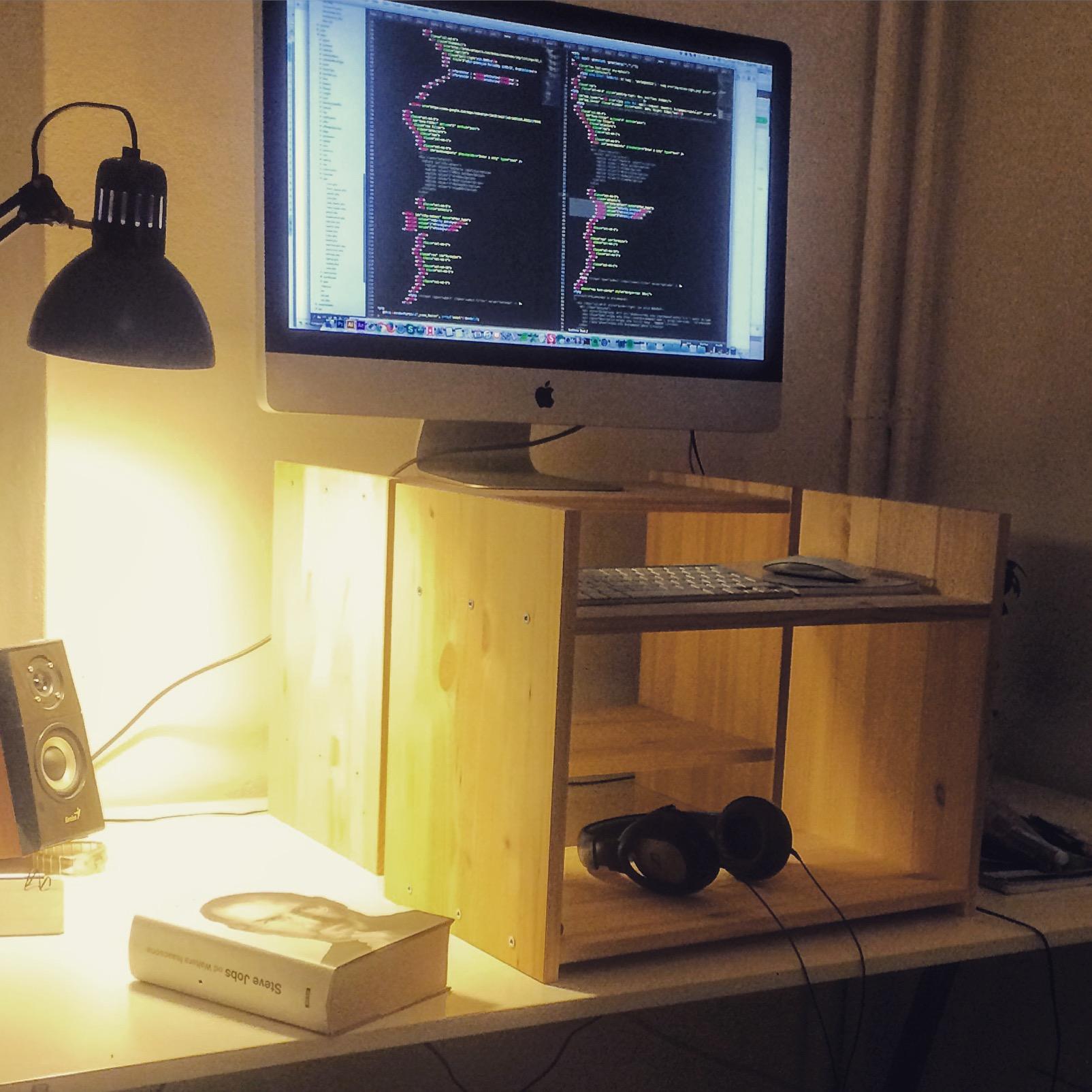 Stand up stôl Ikea