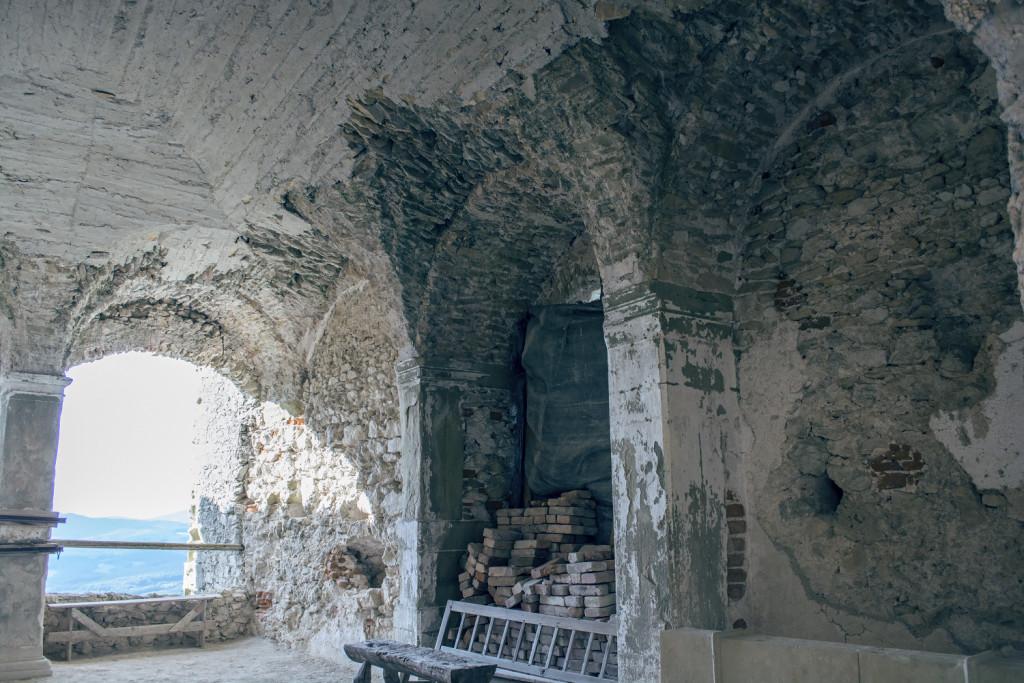 interiér hradu Uhrovec