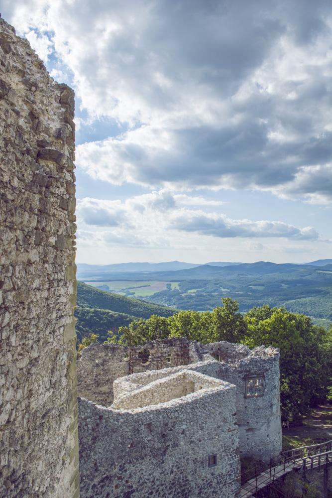 Výhľad z hradu Uhrovec
