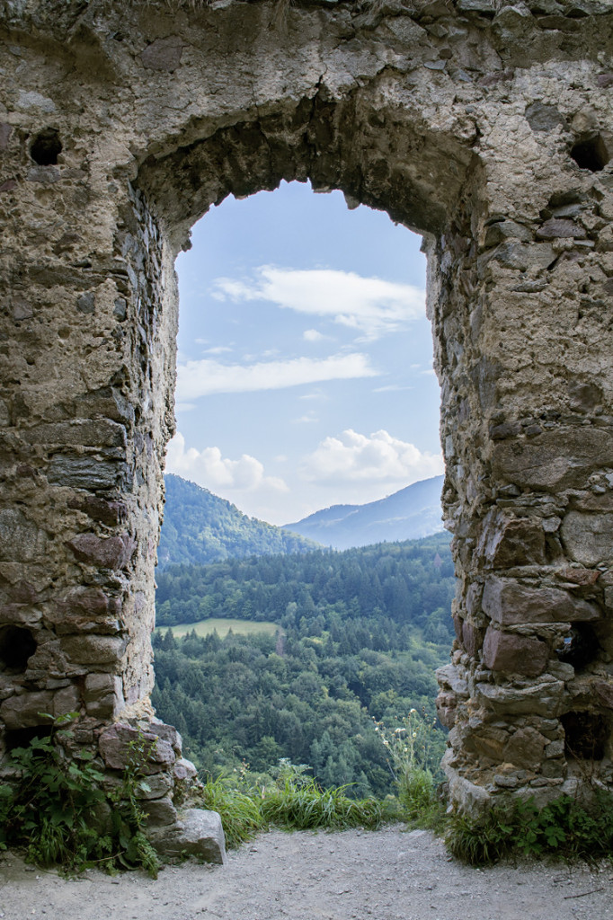 Cez okno, Starhrad